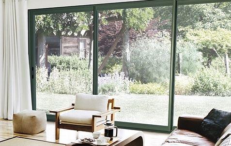 Apportez luminosité et esthétisme à votre maison avec une baie vitrée