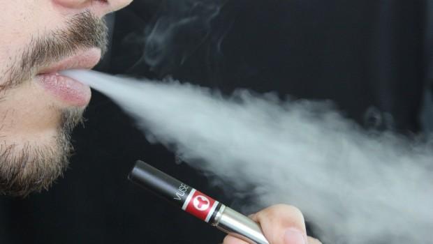 Cigarette électronique : ce qu'il ne faut pas faire avec l'appareil